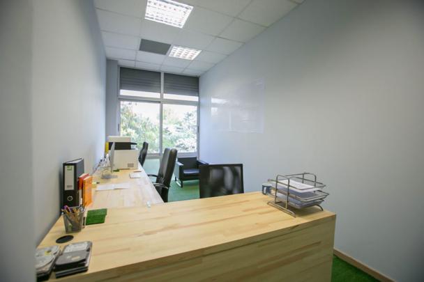 πληρως εξοπλισμένα γραφεία
